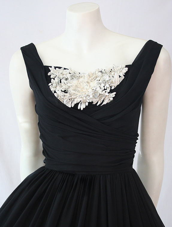 Close view of 50s prom dress
