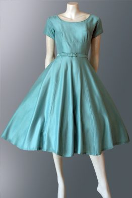 1950s dress with full skirt