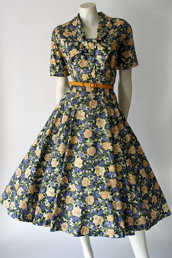 50s Christina floral dress full front 600×900